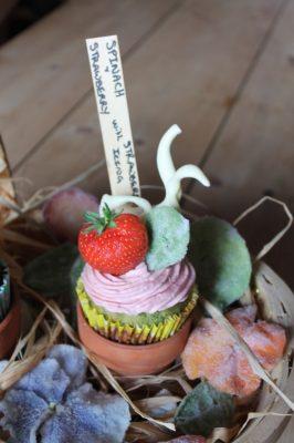 Spinach Cupcakes with Strawberry Buttercream   Veggie Desserts Blog