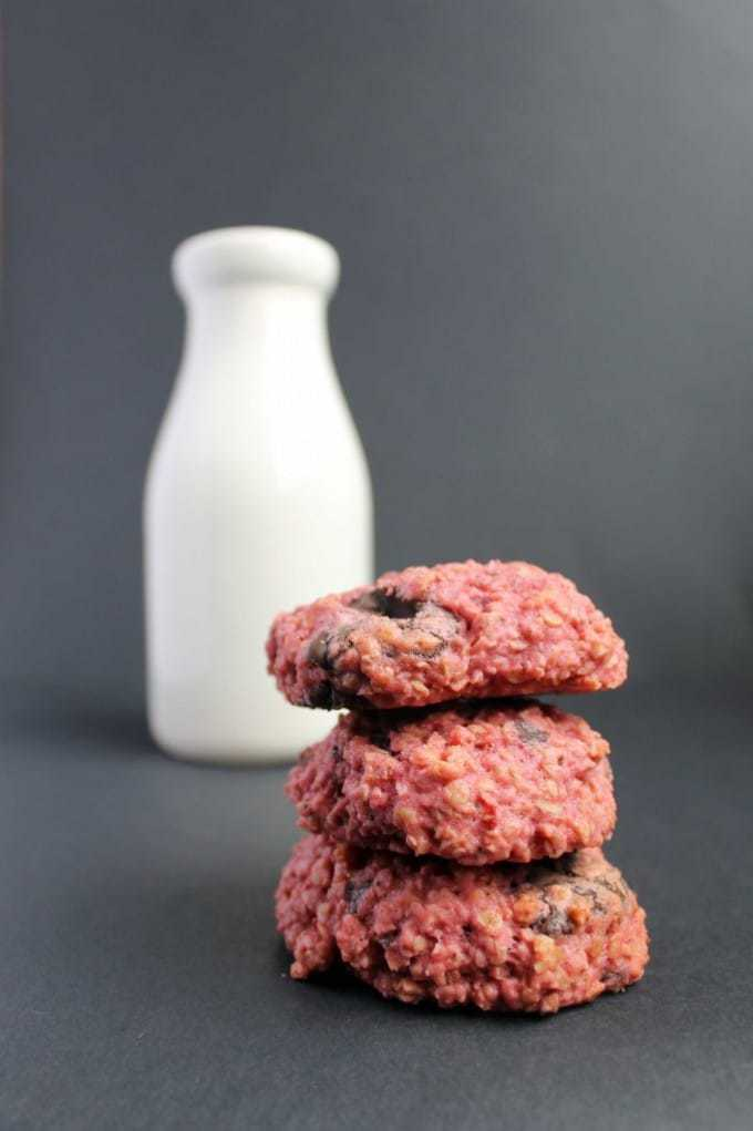 Beetroot Cookies: Beet Chocolate Chunk Cookies | Veggie Desserts Blog