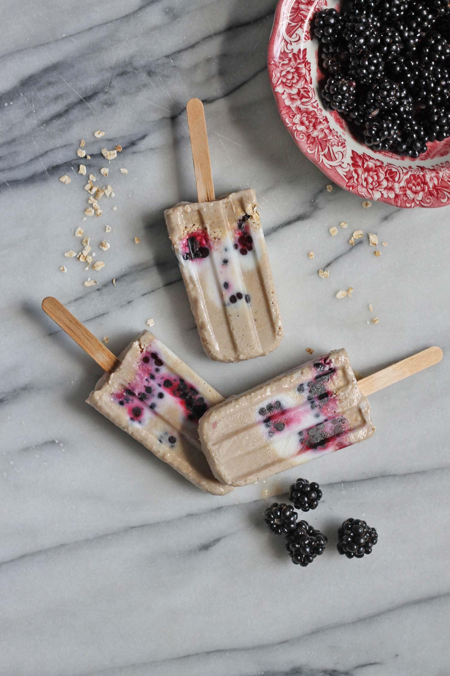 Blackberry, Banana and Oat Breakfast Popsicles (vegan, gluten-free) | Veggie Desserts Blog