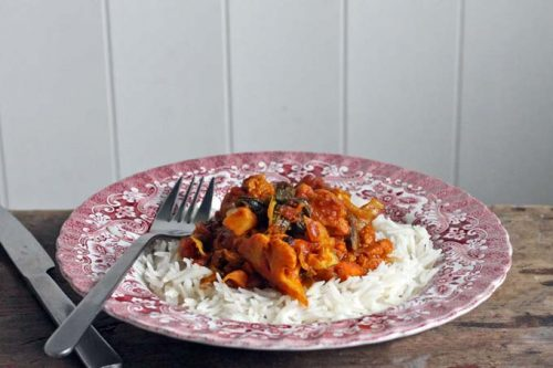 This curry recipe uses up the whole cauliflower - florets, stalk and leaves in this quick, fragrant and flavourful curry.   Veggie Desserts Blog