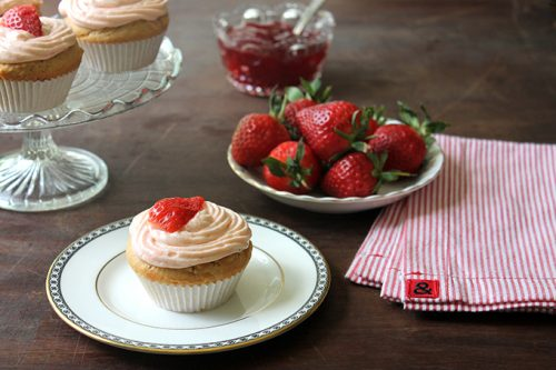 Peanut Butter Cupcakes with Strawberry Jam Icing   Veggie Desserts Blog