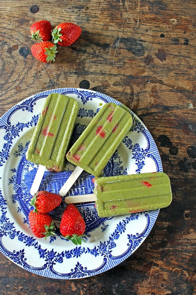 Strawberry and Matcha Popsicles | Veggie Desserts Blog