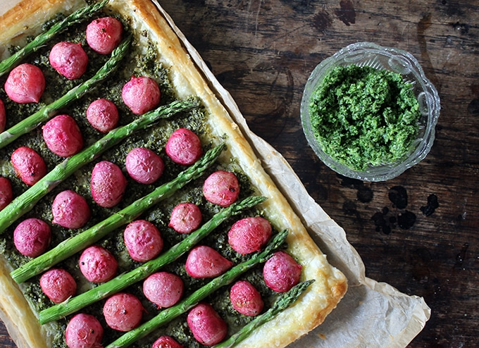 Roasted Radish and Asparagus Tart with Pumpkin Seed and Kale Pesto | Veggie Desserts Blog
