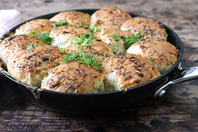 Cheesy Garlic Skillet Rolls | Veggie Desserts Blog