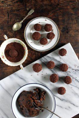 Christmas Leftover Recipes: Christmas Pudding Truffles with Rum | Veggie Desserts Blog