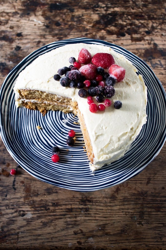 The Best Vegan Vanilla Cake with Berries