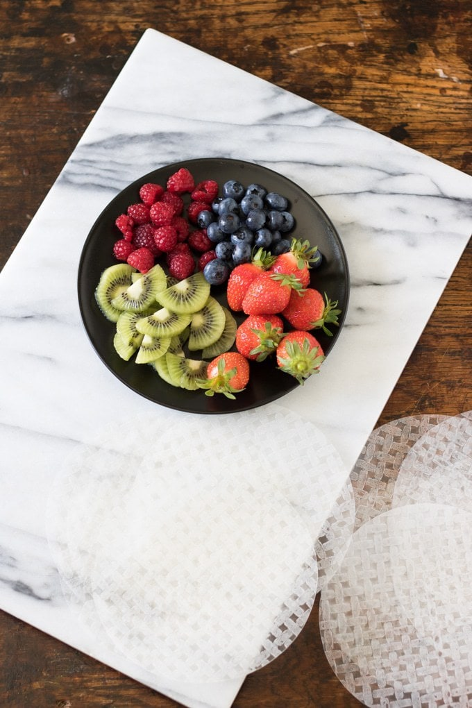 Fruit Summer Rolls with Vanilla Yogurt Dip | Veggie Desserts Blog