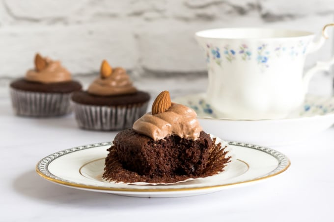 Easy Chocolate Cupcakes with Chocolate Almond Frosting | Veggie Desserts Blog