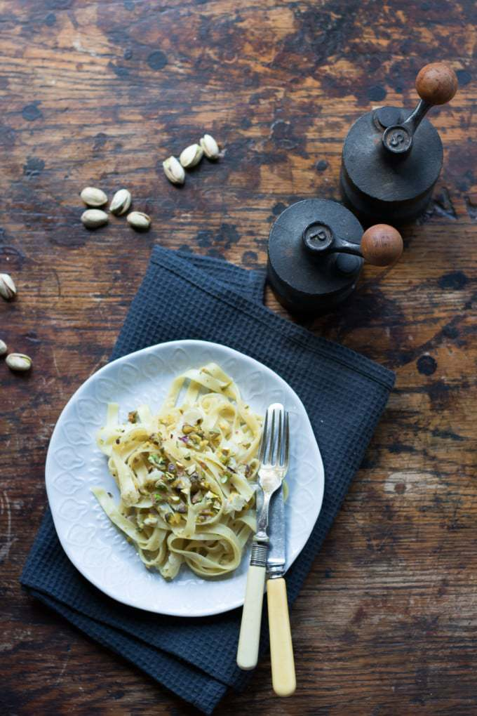 Tagliatelle with Creamy Pistachio Sauce (vegan). A delicious midweek meal that's ready in 10 minutes!