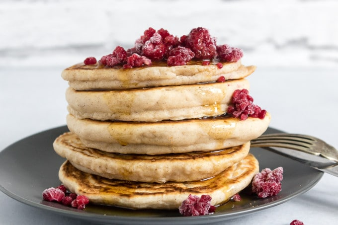 Gingerbread Fluffy Vegan Pancakes. This easy and delicious pancakes use only store cupboard ingredients and can be on the table in 15 minutes!