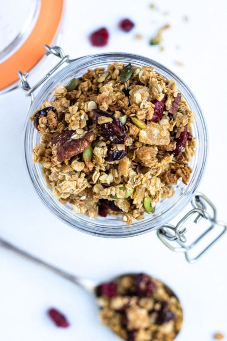 This gingerbread granola is easy to make and full of festive gingerbread flavours.
