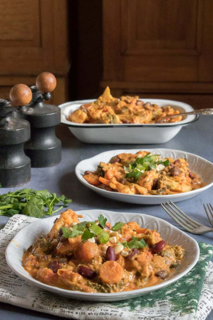 This easy vegan peanut stew is ready in just 25 minutes. It's a hearty and flavourful dish.