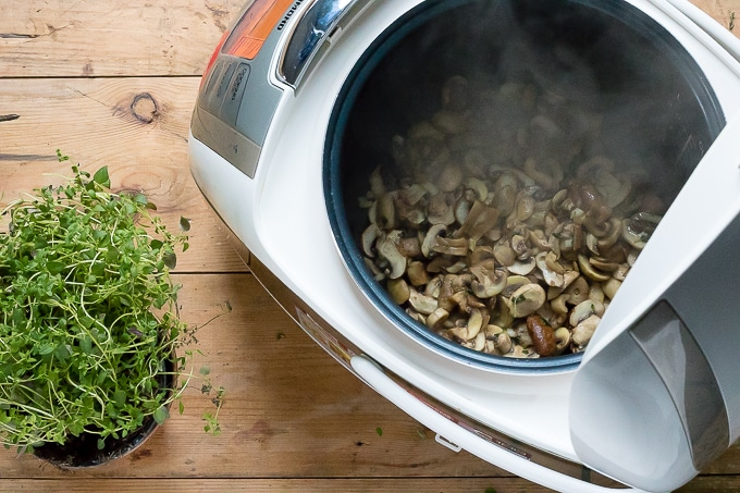How to make garlic mushrooms in a Redmond multicooker