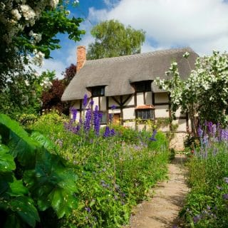 Anne Hathaway's Cottage and Gardens, Stratford-upon-Avon, UK. A Family Weekend in Stratford-upon-Avon