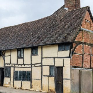 One Masons Court Review: Self Catering in Stratford-upon-Avon