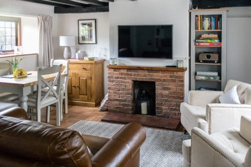 Interior of One Mason's Court, a self catering holiday cottage in Stratford-Upon-Avon housed in an historic building dating to 1485. Booked through Manorcottages.co.uk