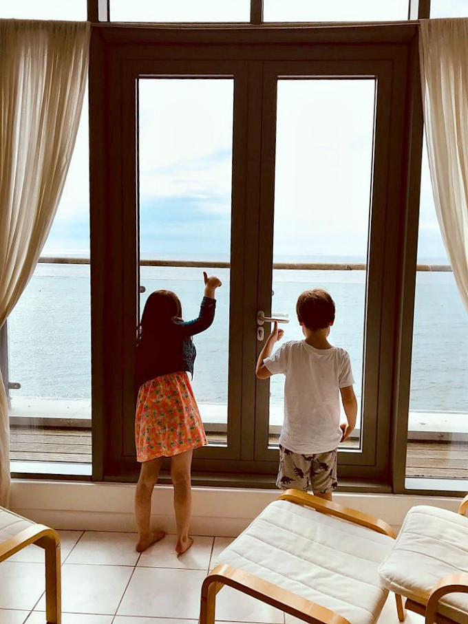 Kids with thumbs up at sea views in Gylly Sunrise holiday apartment