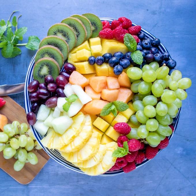 https://veggiedesserts.com/wp-content/uploads/2018/07/Fruit-Platter-sq.jpg
