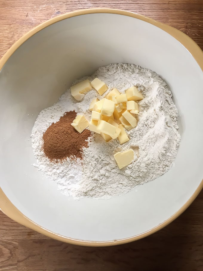 How to make cinnamon scones. Bowl with flour, cinnamon and butter.