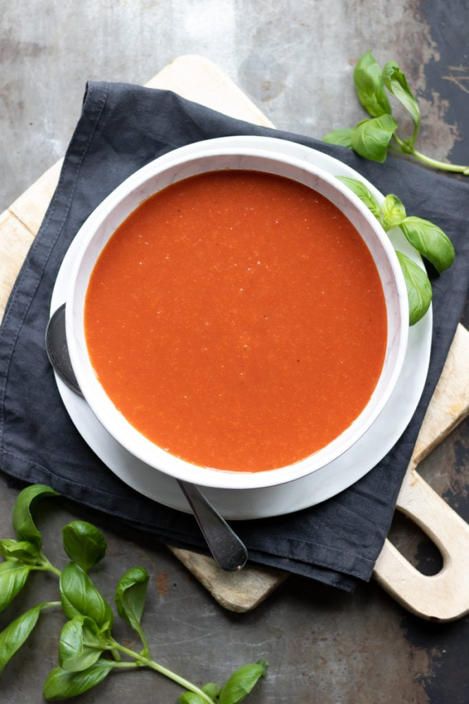 A bowl full of quick homemade tomato soup. This vegetarian and vegan tomato soup is tasty and only needs 6 ingredients and 20 minutes for the tasty recipe.