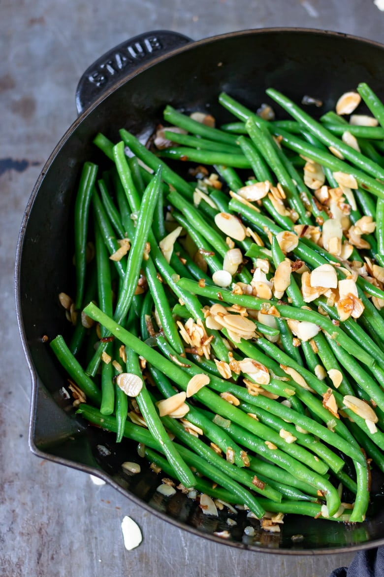 A cast iron skillet with green beans.