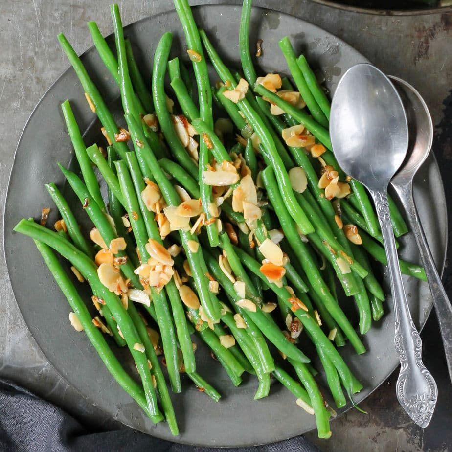Metal serving plate with green beans.