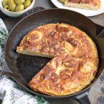 Spanish omlette in a skillet.