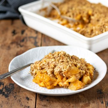 Close up of a plate of apple pumpkin crumble.