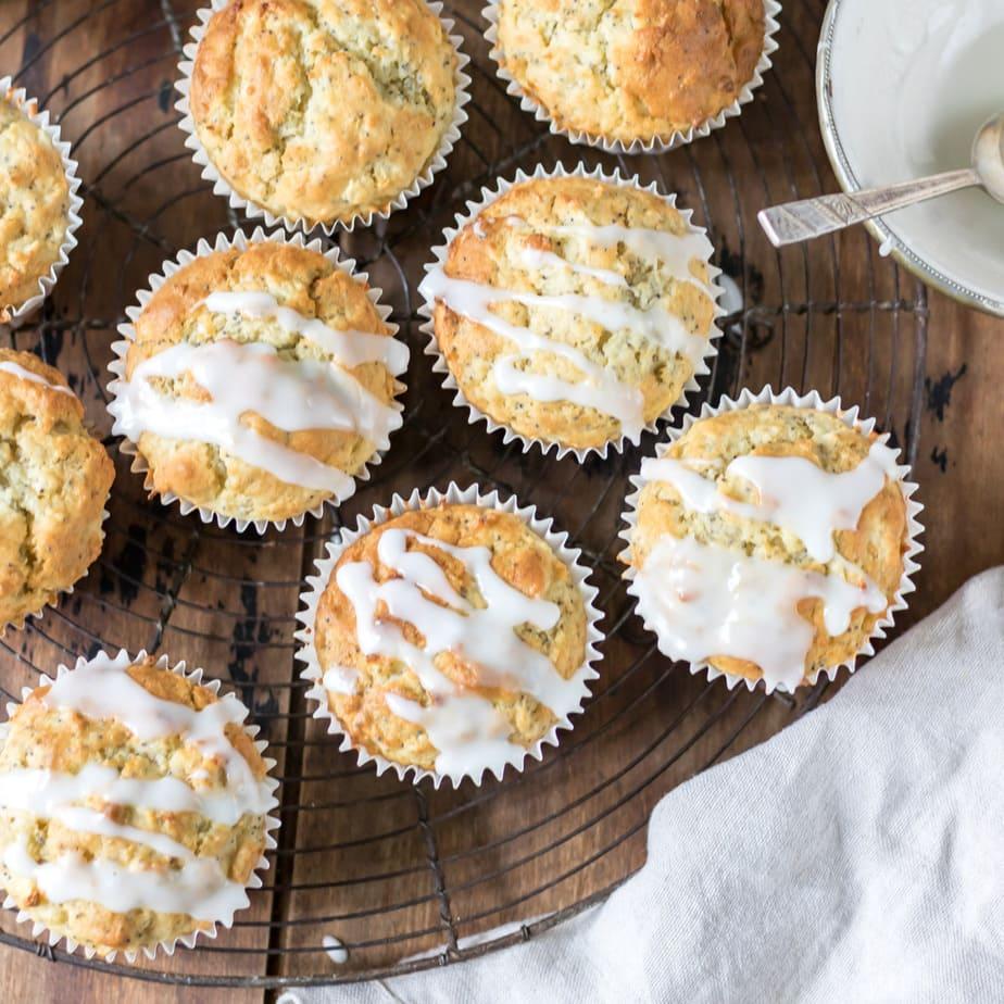 Round wire rack with muffins.