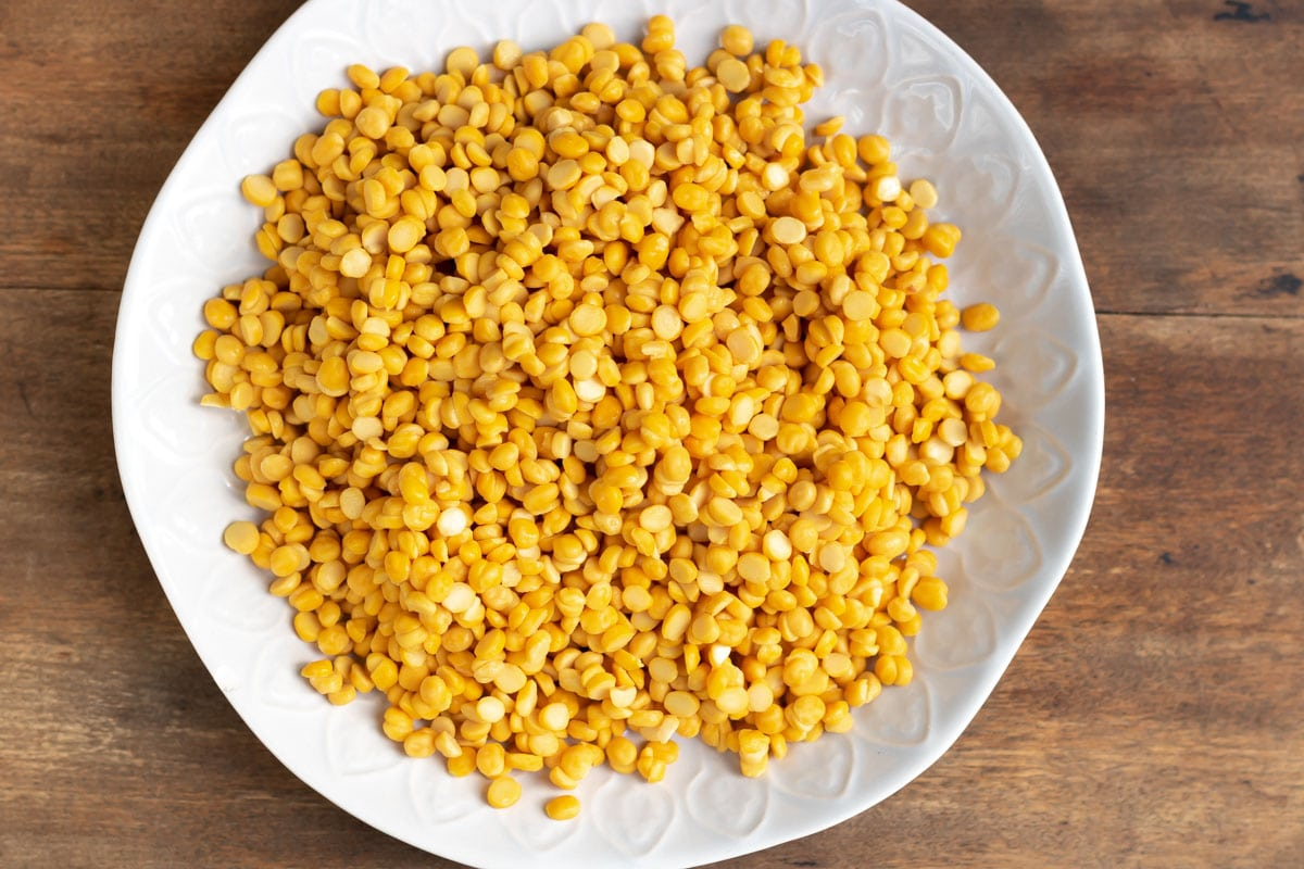 Dish of uncooked chana dal (split chickpeas).
